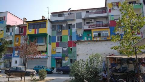 Palazzi colorati a Tirana.