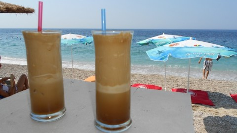 Questo è il frappe che ho preso ad una splendida spiaggia a sud dell'Albania. Consigliato.