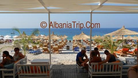 Vista della spiaggia di Llamani dal Bar.