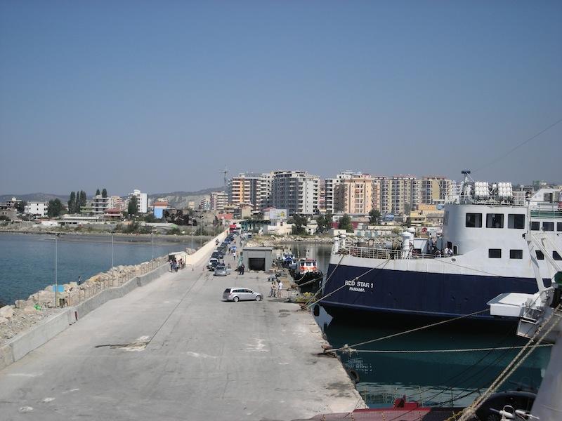 Imbarco al porto di Valona.
